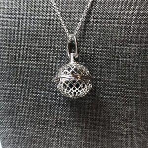 Jewelry - Silver Essential Oil Pendant Diffuser
